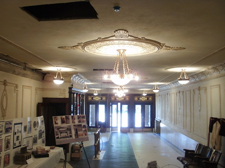 Gowanda Historic Hollywood Theater