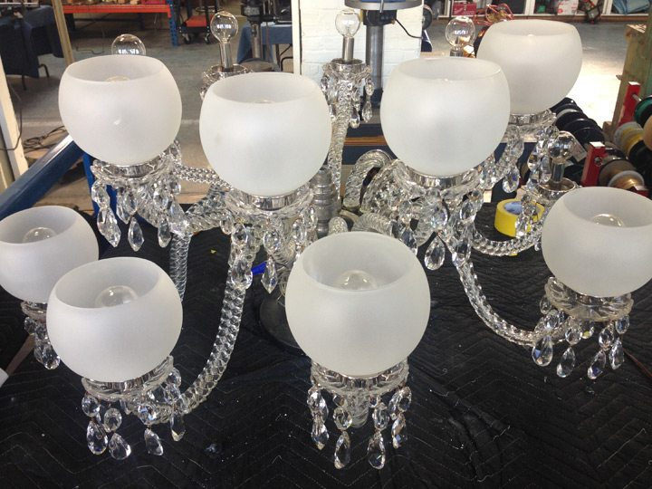wadsworth-atheneum-goodwin-parlor-crystal-chandelier-glass-globes