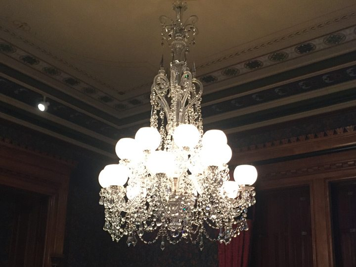 wadsworth-atheneum-goodwin-parlor-crystal-chandelier-restored